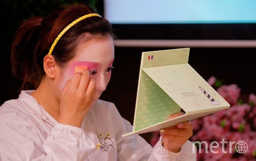 Китайцы провели мастер-класс по гриму в Петербурге.