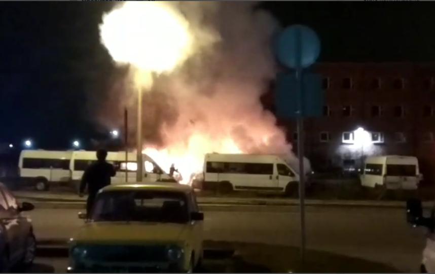 Пожар случился на авторынке на Энергетиков. Фото vk.com