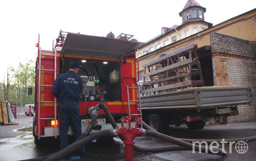 Пожар произошел в квартире, где были только маленькие дети.