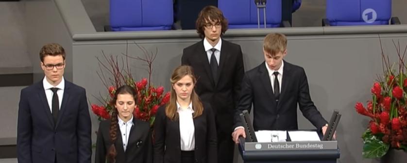 Российсие гимназисты в Германии. Фото скриншот https://www.youtube.com/watch?time_continue=161&v=rOqZ7h69KME