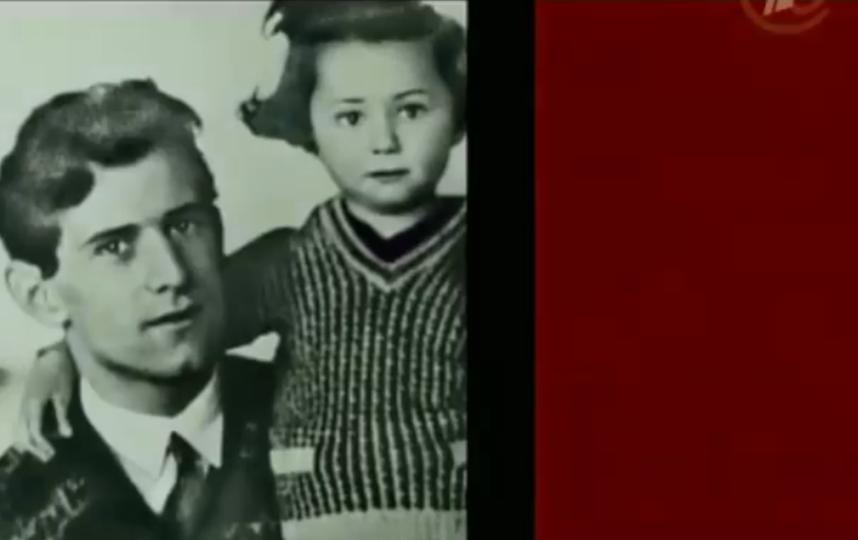 Майя Плисецкая в детстве с отцом. Фото Скриншот Youtube