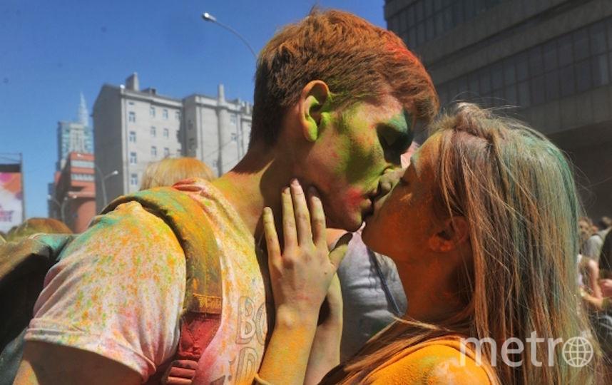 Учёные выяснили, в каком возрасте молодёжь начинает заниматься сексом. Фото РИА Новости