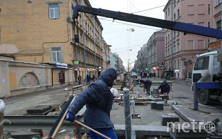 На 1-й Советской улице кипят дорожные работы. Фото Святослав Акимов.