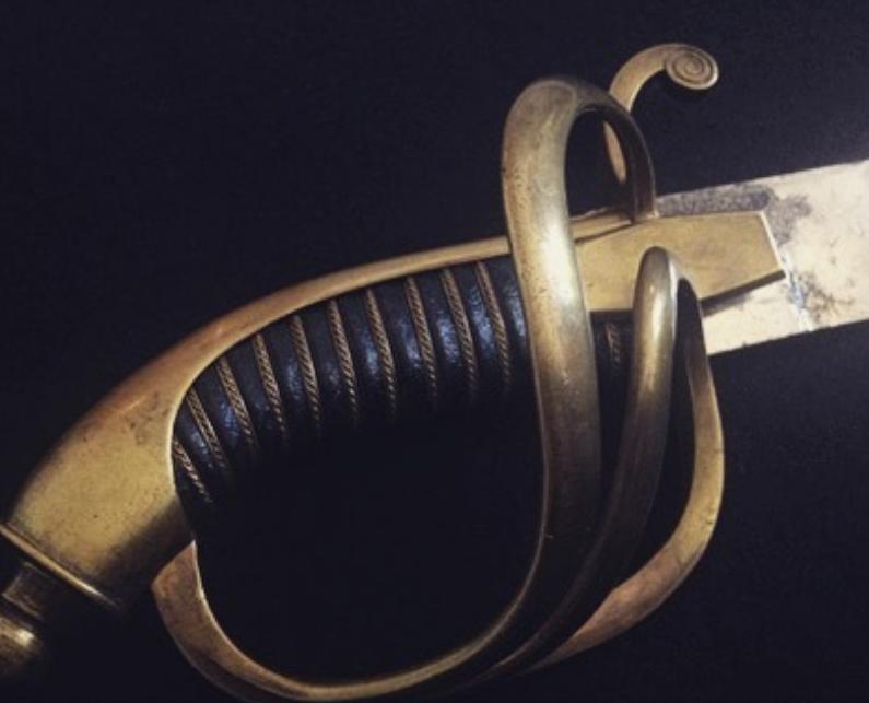 Под Новосибирском сотрудница колонии пыталась зарубить мечом священника. Фото Скриншот www.instagram.com/sword.and.helmet/
