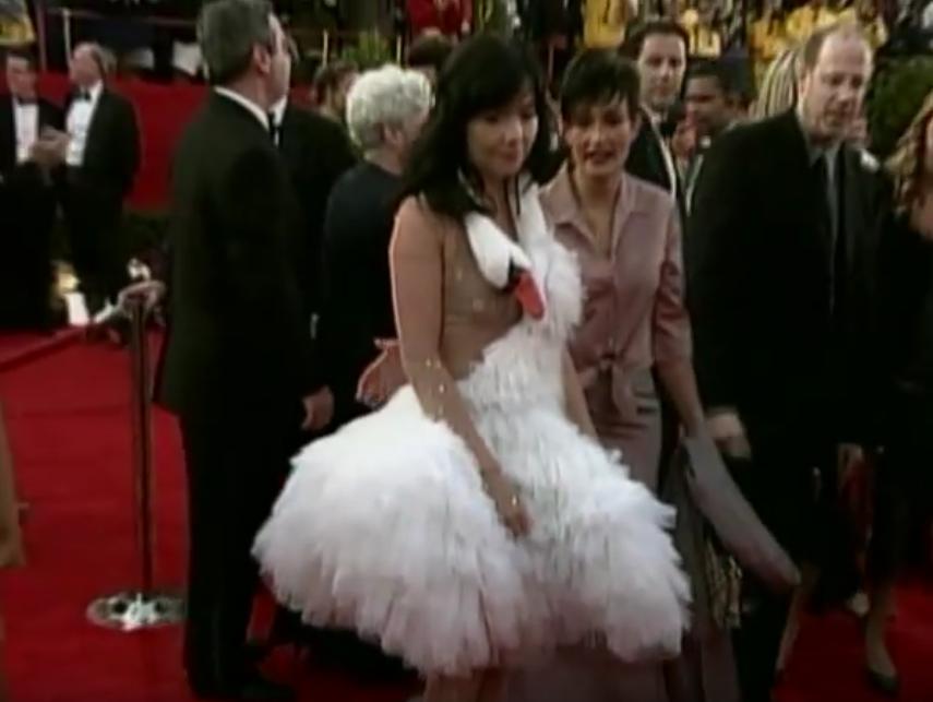 Бьорк и ее знаменитое платье-лебедь. Фото Скриншот Youtube