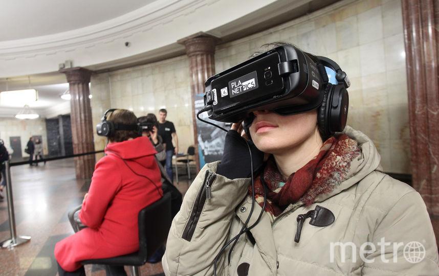 Заворожённые зрители в виртуальном путешествии. Фото Василий Кузьмичёнок