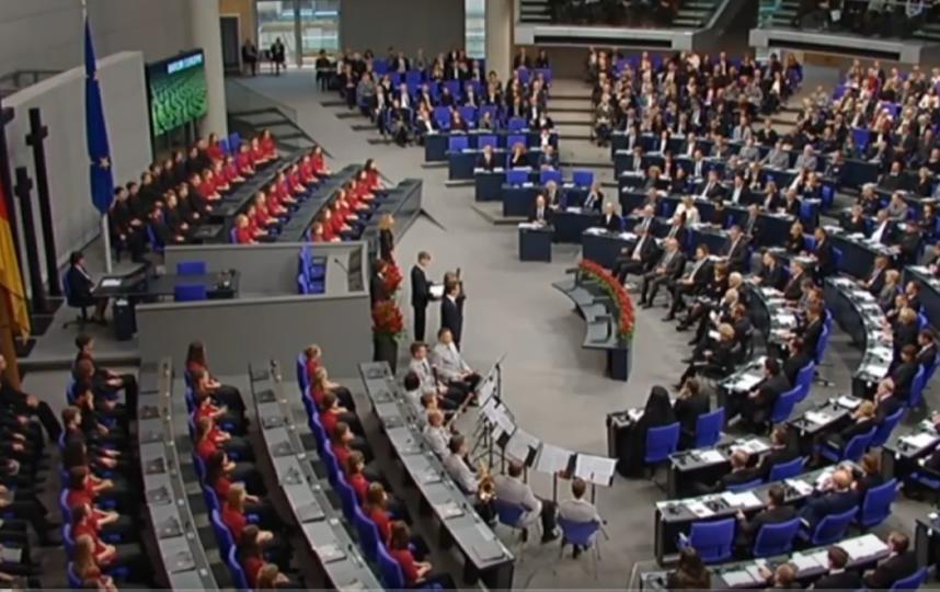 Школьник из ЯНАО прокомментировал свою речь в бундестаге. Фото Все - скриншот YouTube