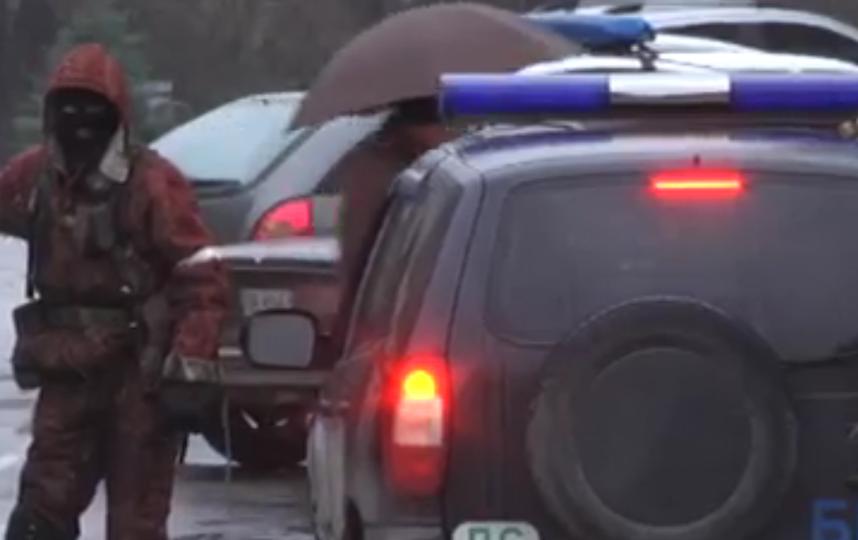Центр Луганска перекрыли БТР, в ЛНР отключили телевидение.