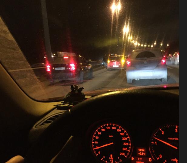 Массовое ДТП на Мурманском шоссе: фура раздавила пять авто. Фото vk.com/spb_today