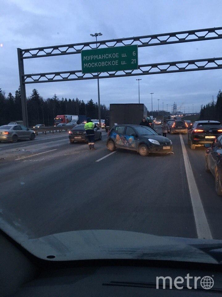 Массовая авария на внутреннем кольце КАД в Петербурге утром 24 ноября. Фото vk.com