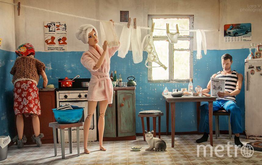 Барби и Кен на кухне в коммуналке. Фото предоставлены Ларой Вычужаниной.