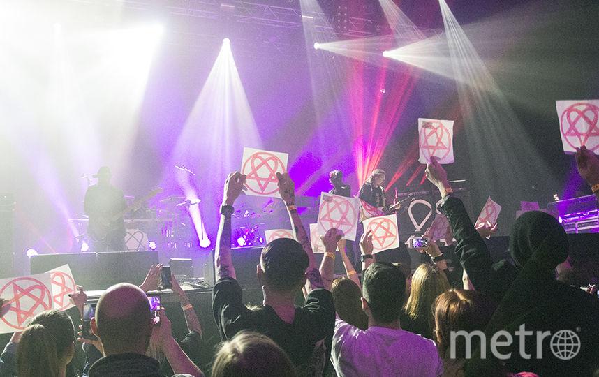 Фанаты на прощальном концерте группы HIM в Петербурге.