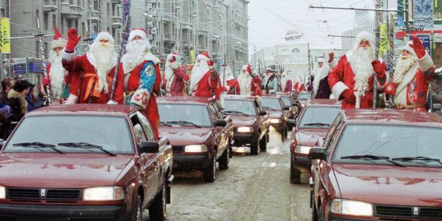 Петербуржцы ждут Нового года.
