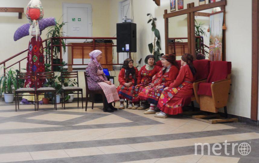 Бурановские бабушки в доме, где принимают гостей.