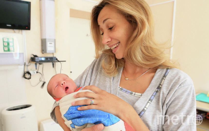 Мама с ребёнком в послеродовом отделении (архивное фото). Фото РИА Новости