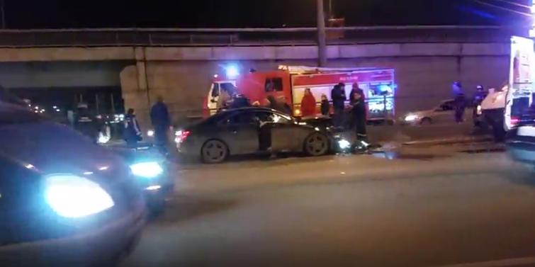 Лобовое ДТП в Петербурге: серьезно пострадала женщина. Фото https://vk.com/spb_today