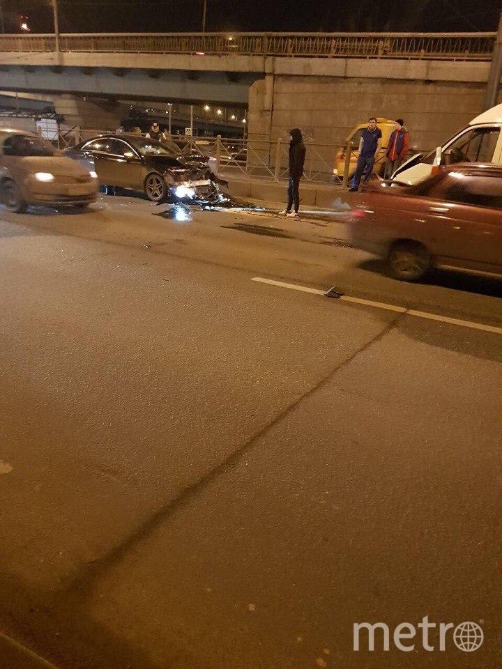 Лобовое ДТП в Петербурге: серьезно пострадала женщина.