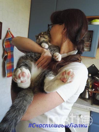 еня зовут Кириллова Юлия, на фото я с нашим котом Марсиком.