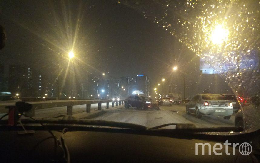 На дорогах пробки из-за снежных ДТП.
