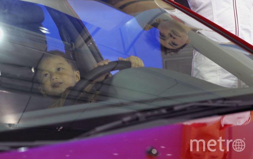Ребёнок за рулём автомобиля. Фото Getty