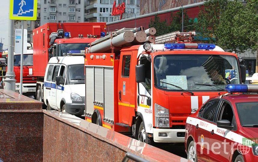 Легковушка столкнулась с пожарной машиной в центре Москвы. Фото Василий Кузьмичёнок