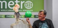 Говорящий попугай Савелий побывал в редакции Metro-Москва