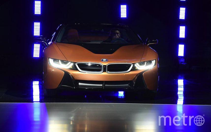 Автошоу в Лос-Анджелесе. BMW i8 Roadster. Фото Getty
