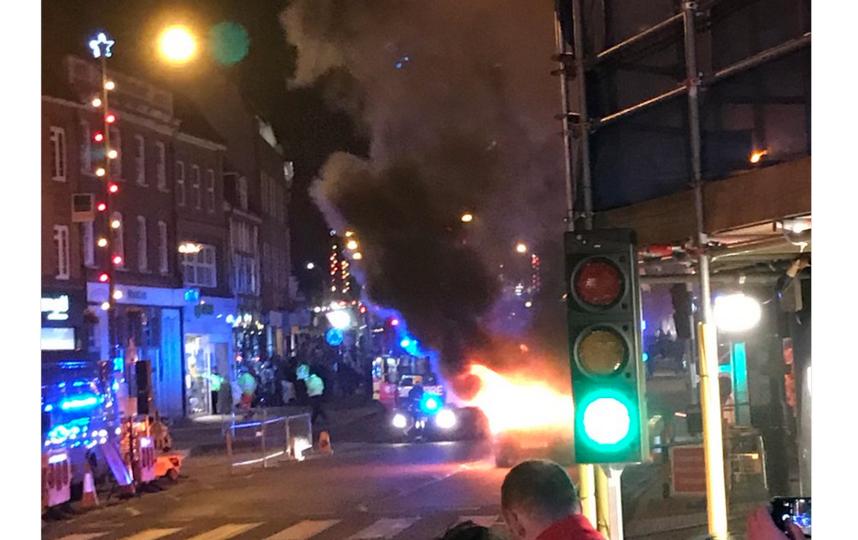 В Великобритании рядом с рождественской ярмаркой взорвался автомобиль. Фото скриншот twitter.com/danielcjlangan