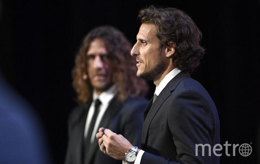 Карлес Пуйоль (слева) и Диего Форлан (справа). Фото AFP