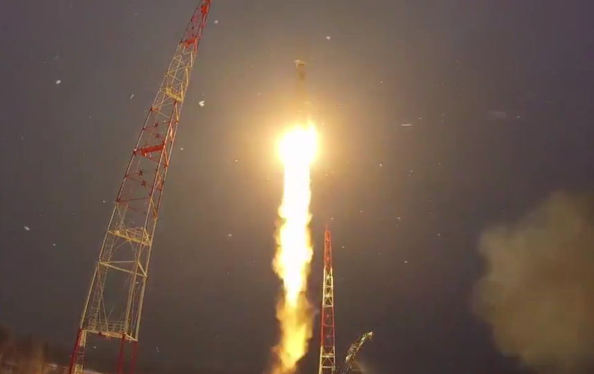 С космодрома Плесецк стартовала ракета с военным спутником. Фото скриншот видео https://twitter.com/mod_russia