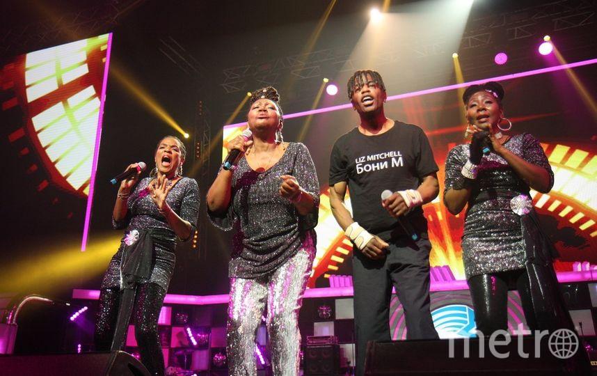 Boney M и Лиз Митчелл устроили зажигательные танцы.