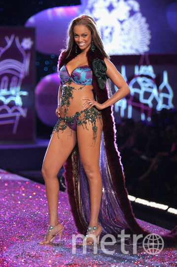 Тайра Бэнкс на The Victoria's Secret Fashion Show. Фото Getty