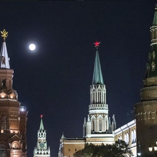 Суперлуние в России, Москва. Фото Скриншот instagram.com/mannheimers/?hl=ru.