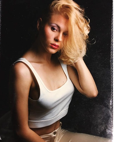 Яна Троянова показала фото в молодости. Фото https://www.instagram.com/troyanovayana/
