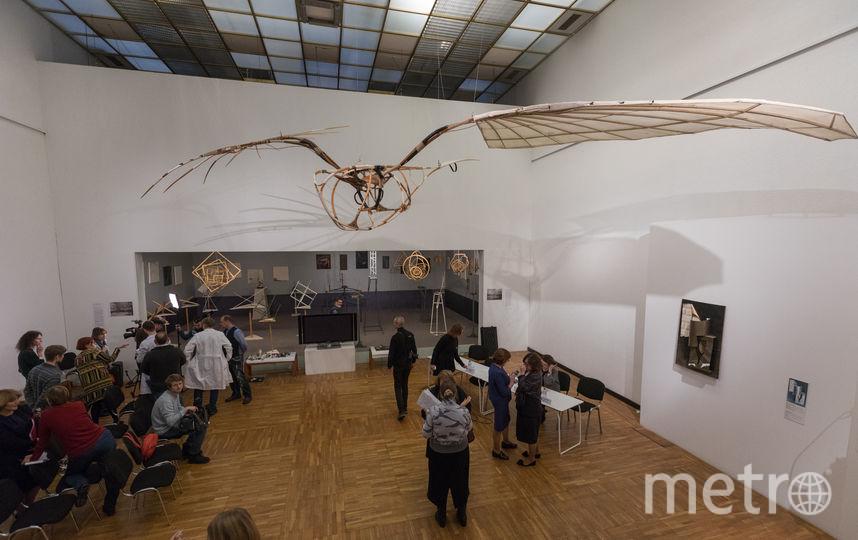 Один из главных символов авангарда теперь парит над головами посетителей Третьяковки. Фото Илья Ордовский-Танаевский.