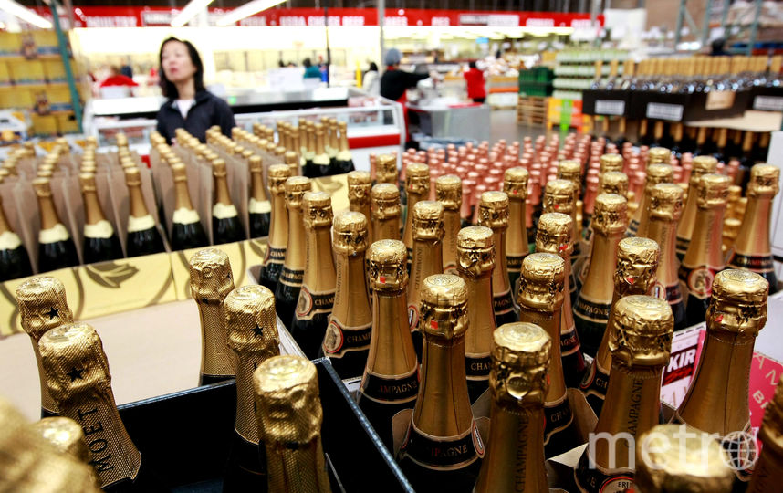 Продажу алкоголя во время новогодних праздников в Москве ограничат. Фото Getty