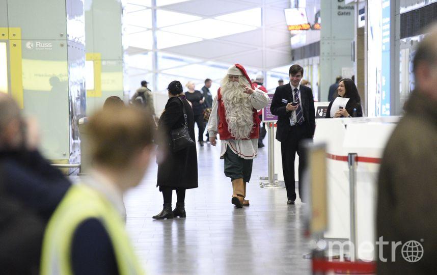 Санта-Клаус в аэропорту. Фото пресс-службы Пулково.
