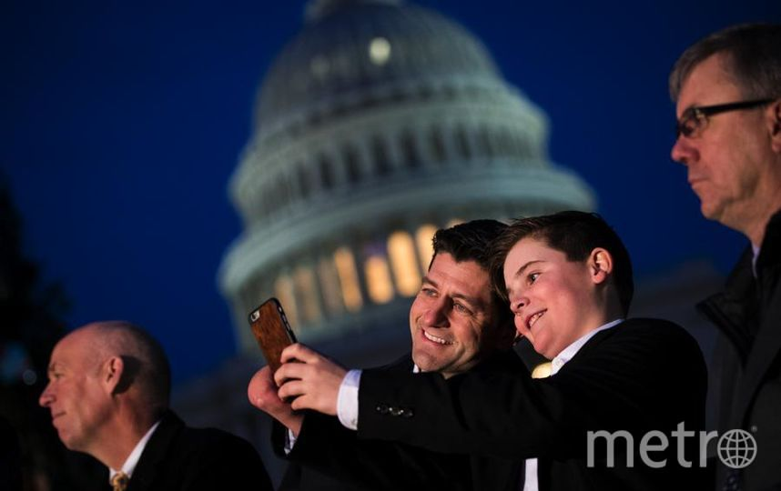 У Капитолия зажгли огни на огромной елке. Ридли Брандмайр и Пол Райан. Фото Getty