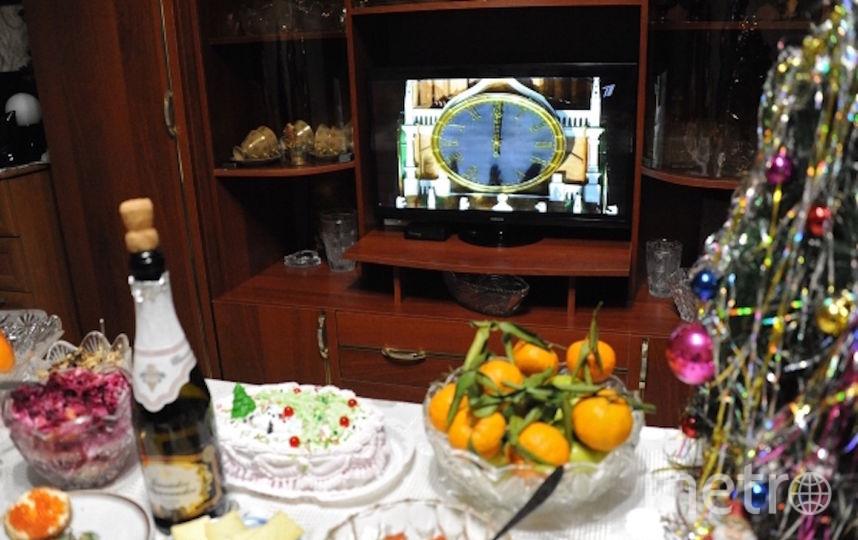 Праздничный стол перед встречей Нового года. Фото РИА Новости