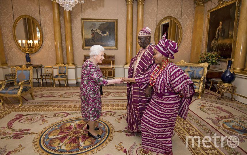 Королева Елизавета встретилась с нигерийским послом и его супругой. Фото AFP