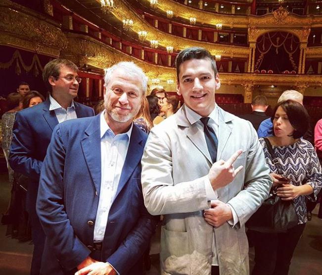 Роман Абрамович на премьере в Большом театре. Фото Instagram @dim_man