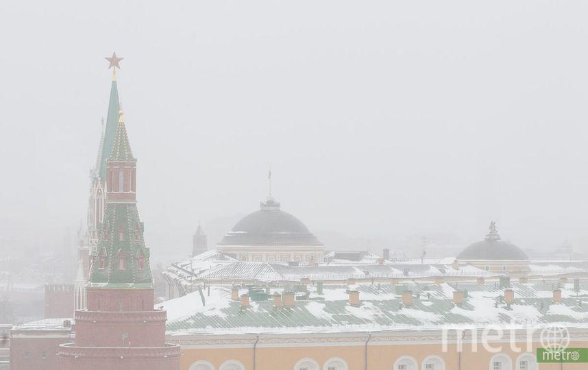 """На Красную площадь опустился туман. Фото Василий Кузьмичёнок, """"Metro"""""""
