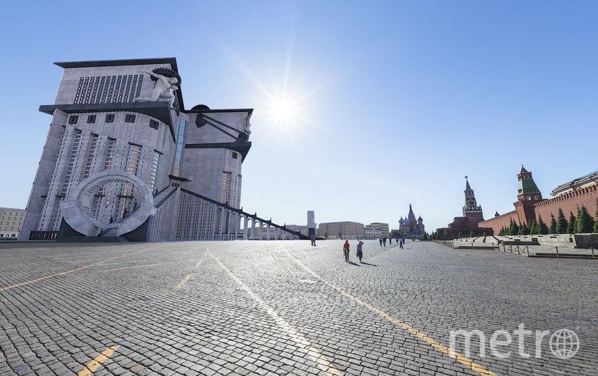 Фантастический проект здания Наркомтяжпрома с парадной лестницей, она примыкает с внешней стороны и тянется до семнадцатого этажа высотки. Фото Москва глазами инженера