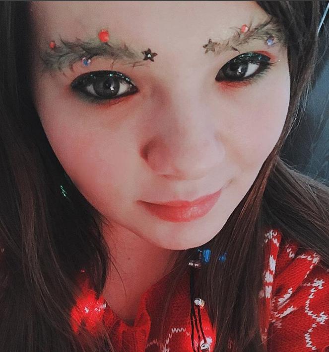 Новый тренд - брови елочкой. Фото Скриншот https://www.instagram.com/_rachel_lauren1211/