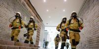 В центре Москвы спасатели помогли мужчине выбраться из биотуалета