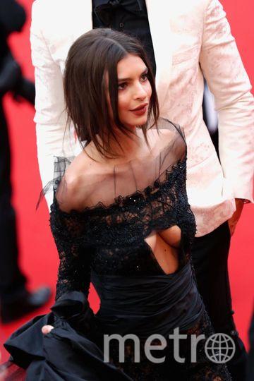 "Эмили Ратаковски и ее ""голые"" платья. Фото Getty"