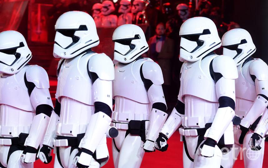 """Премьера 8 эпизода """"Звездных войн"""" в Лондоне. Штурмовики на премьере. Фото Getty"""