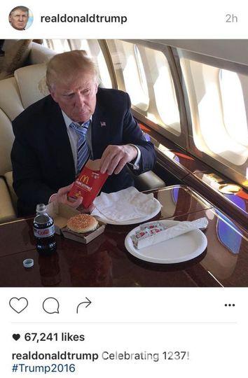 Дональд Трамп ест фастфуд. Фото Twitter
