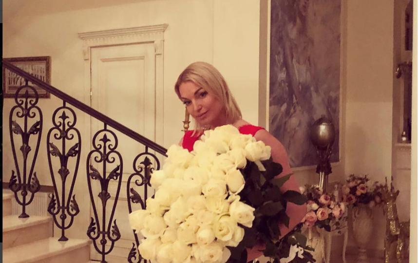 Волочкова обожает белые цветы. Фото instagram.com/volochkova_art