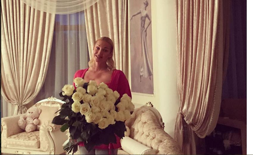 Волочкова у себя дома. Фото instagram.com/volochkova_art
